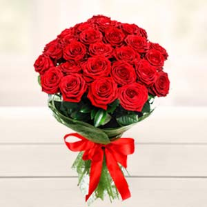 Beautiful 15 Roses Bunch Flowers Beautiful Gift Hamper, India