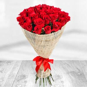 Exclusive Bunch Of Red Roses: Valentine's Day Chocolates Warangal,  India