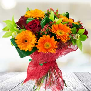Bunch Of Mixed Flowers: Anniversary Gifts For Mom  India