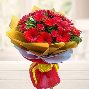 Mix Red Flowers Bouquet: Gifts For Her Faizabad,  India