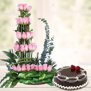 Pink Roses With Rich Chocolate Cake: Gifts Bangalore,  India
