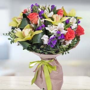 Mix Flowers With Green Fillers: Boss-day  India