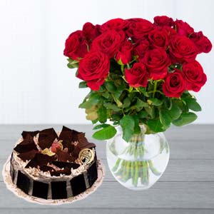 Red Roses With Rich Chocolate Cake: Gifts Mumbai,  India