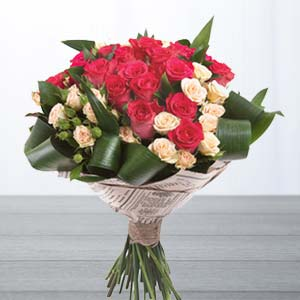 Roses With Green Fillers: Gifts For Her Zirakpur,  India