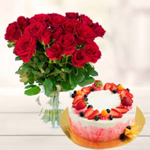 Roses Bunch With Fruit Cake: Gift Banaras,  India