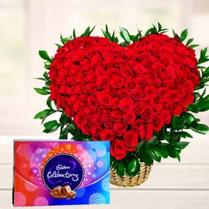 Red Roses With Chocolate Gifts: Anniversary-flowers  India