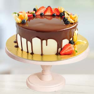 Strawberry Topping Chocolate Cake: Valentine's Day Chocolates Thiruvananthapuram,  India